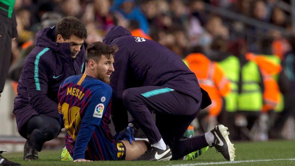 fe866db5ca9ea Foto  Leo Messi fue atendido durante unos minutos en el Barcelona-Valencia