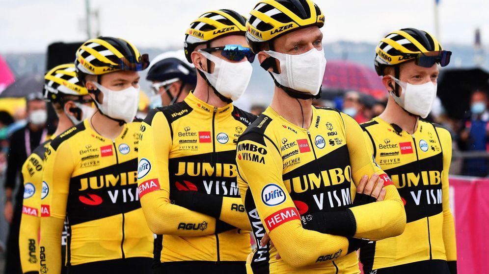 Foto: Los corredored del Jumbo-Visma abandonan el Giro de Italia (EFE EPA/Luca Zennaro)