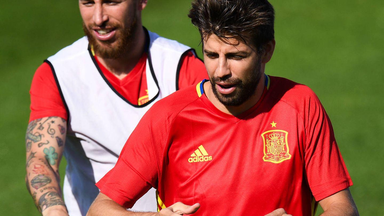 Sergio Ramos y Gerard Piqué, amigos y quizá socios. (Getty)