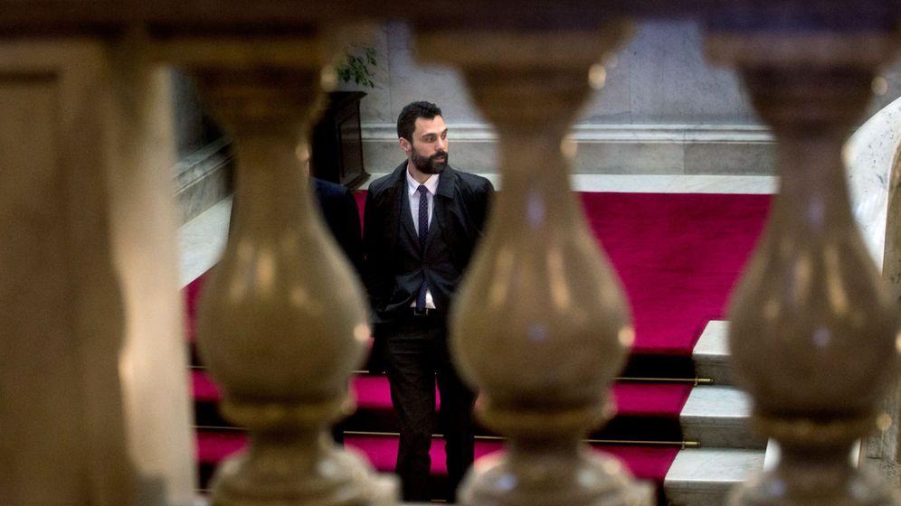 Foto: El presidente del Parlament, Roger Torrent, en la cámara catalana. (EFE)