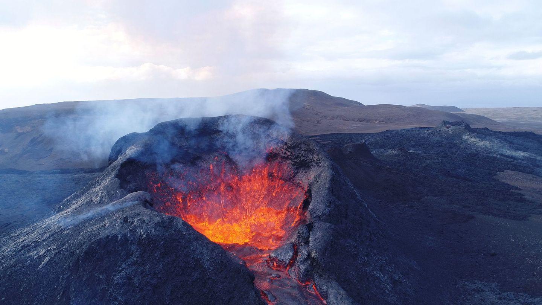 El volcán Fagradalsfjall en Islandia el pasado 24 de mayo. La isla depende de centrales geotérmicas pero no todos sus volcanes están intervenidos como en el plan de la NASA.