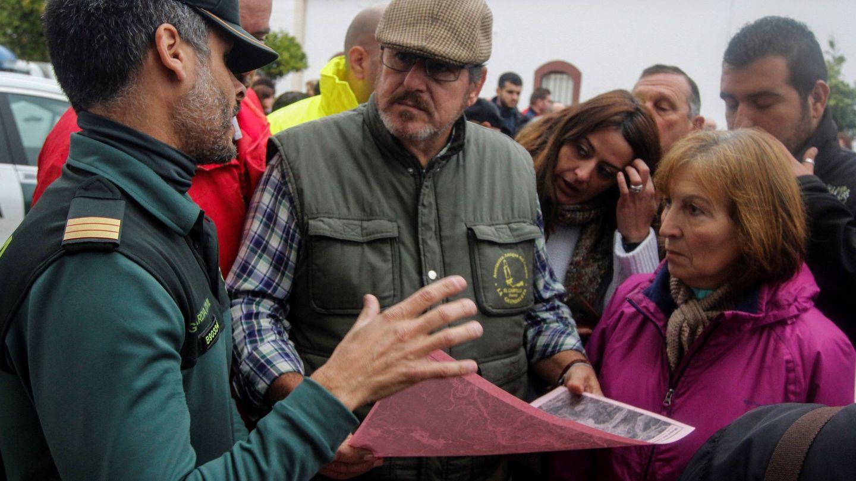 La Guardia Civil coordina a los voluntarios desplazados. (EFE)