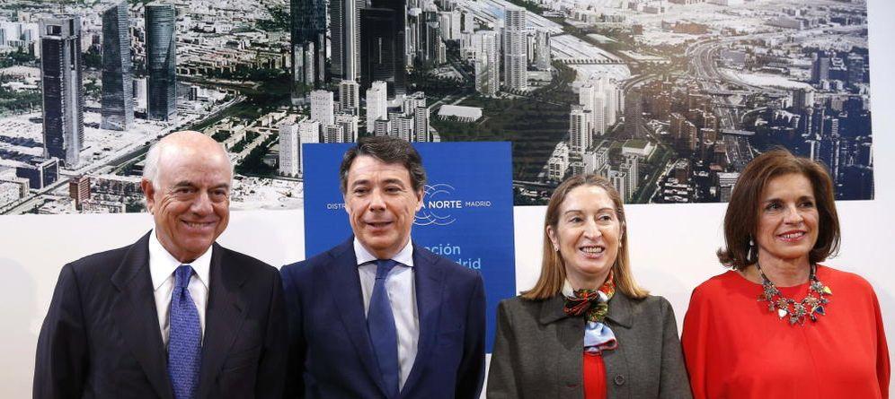 Foto: Francisco González, Ignacio González, Ana Pastor y Ana Botella en la foto de familia de Operación Chamartín