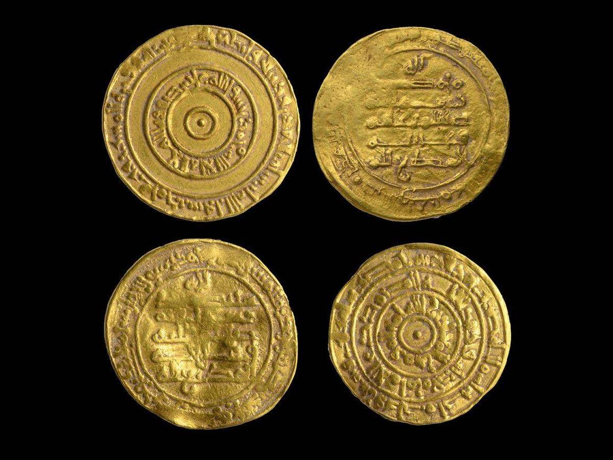 Foto: Las cuatro monedas halladas en la Ciudad Vieja de Jerusalén. (Autoridad de Antigüedades de Israel)