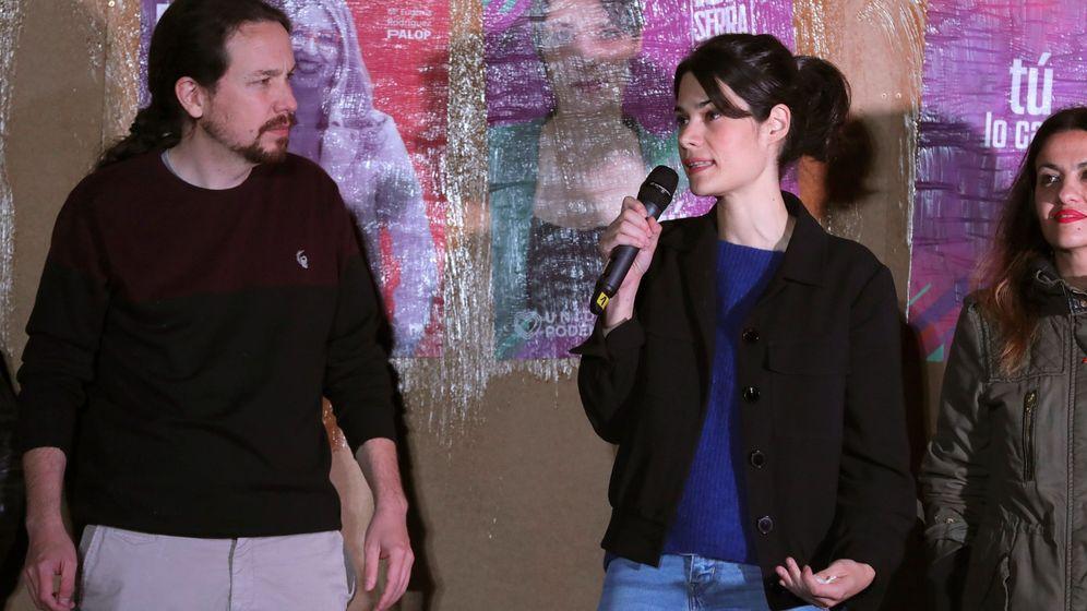 Foto: Pablo Iglesias (i) junto a Isabel Serra, en la apertura de campaña de los comicios de la Comunidad de Madrid. (EFE)