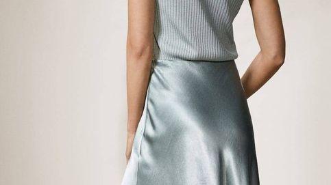 La falda metalizada de Massimo Dutti que va a subirnos el ánimo (y el estilo)