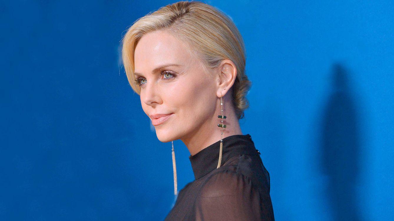 Charlize Theron: ácido hialurónico, rino y bótox para estar estupenda a los 45