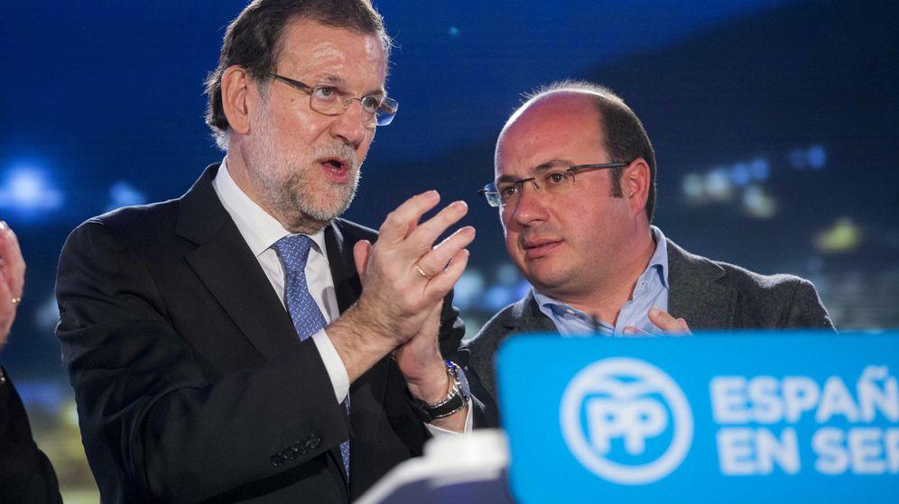 Foto: El presidente de Murcia junto a Mariano Rajoy. (Efe)