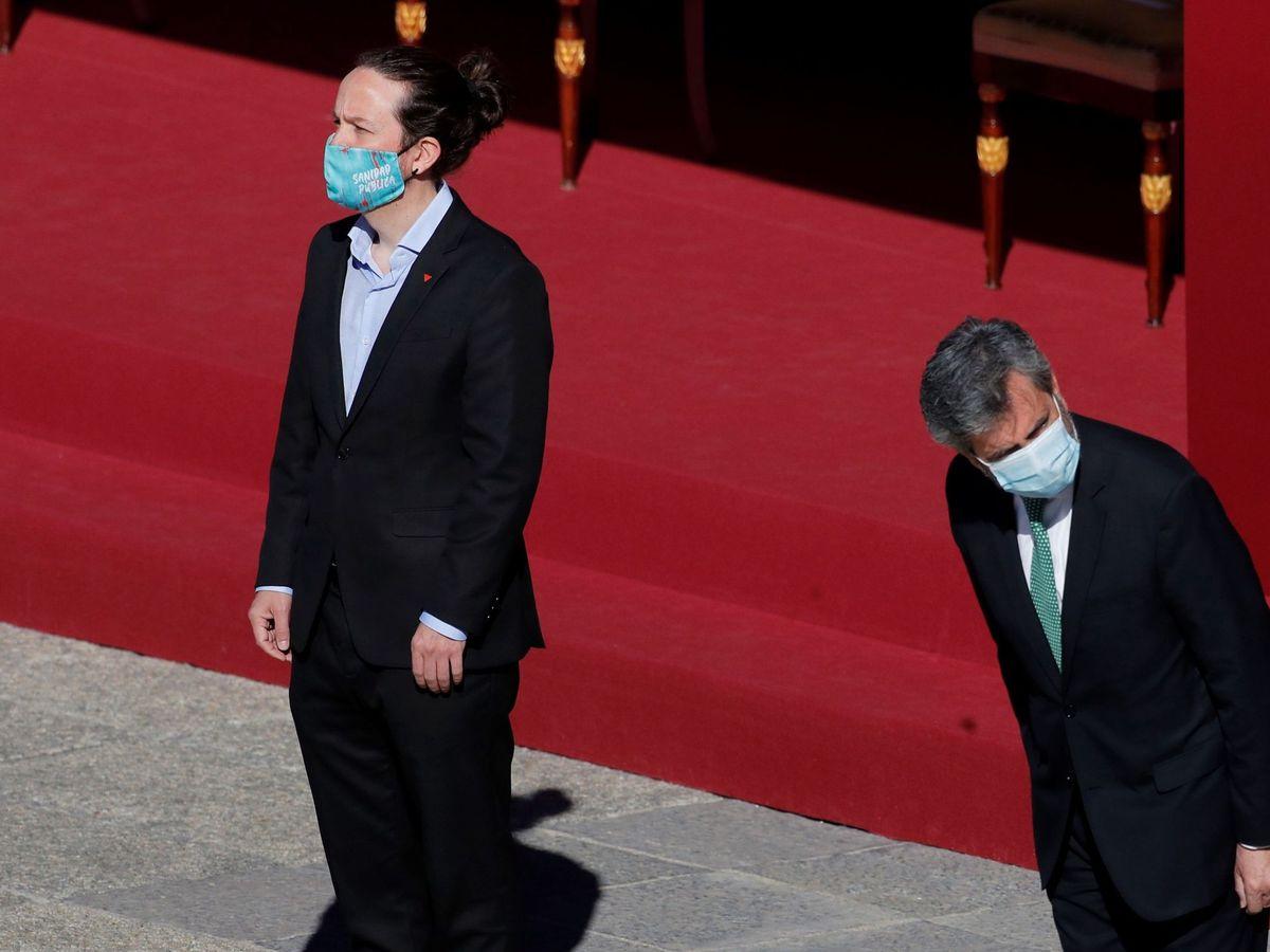 Foto: El presidente del CGPJ, Carlos Lesmes, junto al vicepresidente segundo, Pablo Iglesias, en el Día de la Hispanidad. (EFE)