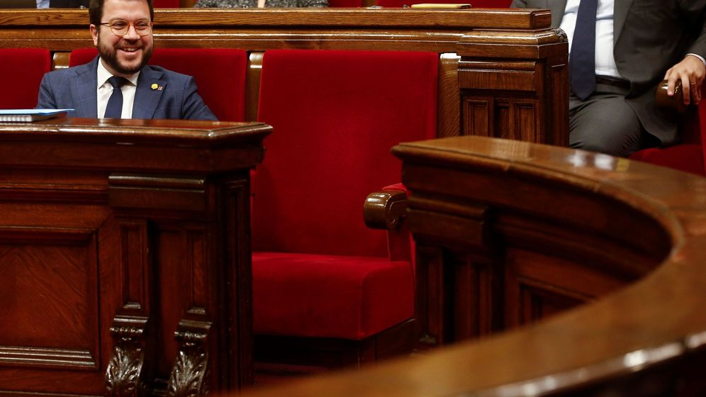 Foto: Pere Aragonès junto al escaño vacío de Torra. (EFE)
