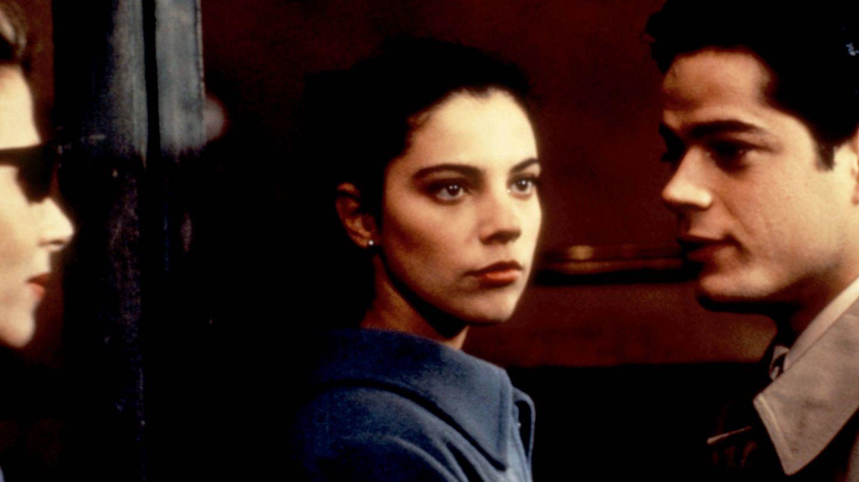 Maribel Verdú y Jorge Sanz, en la película 'Amantes' en 1991. (Cordon Press)
