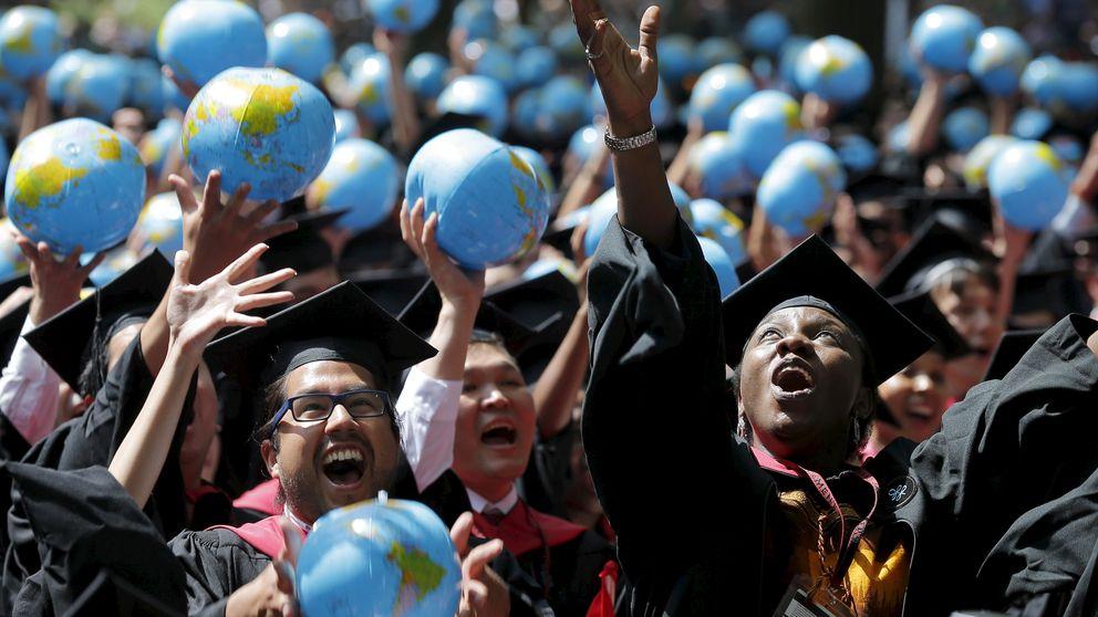 Seguir pagando la universidad a los 60 años: el lado oscuro del sueño americano