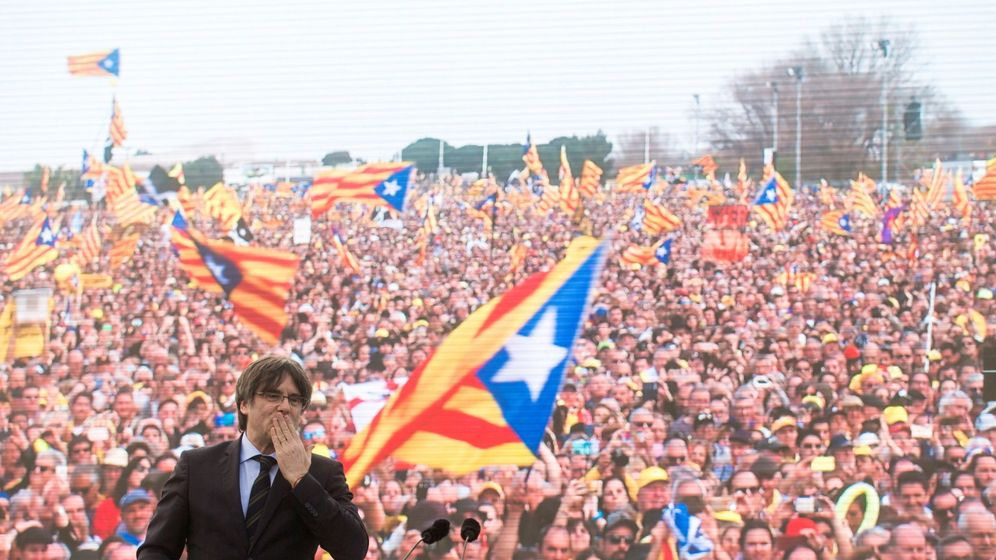 Foto: El 'expresident' Puigdemont en el acto en Perpiñán. (EFE)