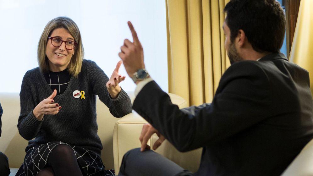 Foto: La representante de Junts per Catalunya, Elsa Artadi, se reúne con el presidente del Parlament, Roger Torrent. (EFE)