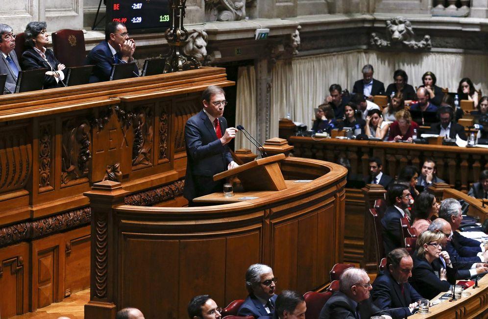 Foto: Pedro Passos Coelho durante la sesión parlamentaria en la que el Gobierno presentó su programa en Lisboa. (EFE)