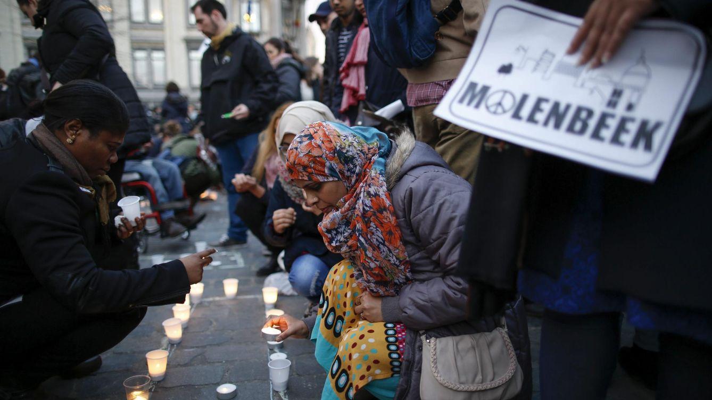 Foto: Los vecinos de Molenbeek se han manifestado en contra de los atentados de París. (Reuters)