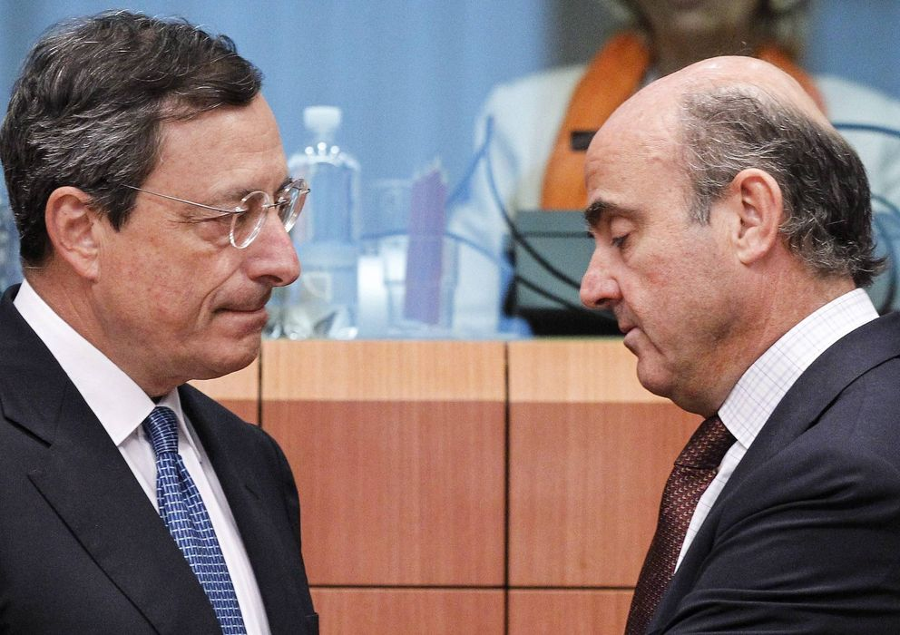 Foto: El presidente del Banco Central Europeo (BCE), Mario Draghi, y Luis de Guindos. (EFE)
