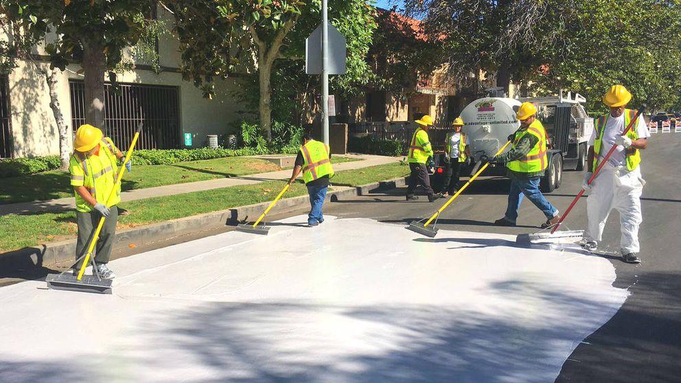 ¿Por qué Madrid no pinta el asfalto de blanco contra el calor? En EEUU funcionó