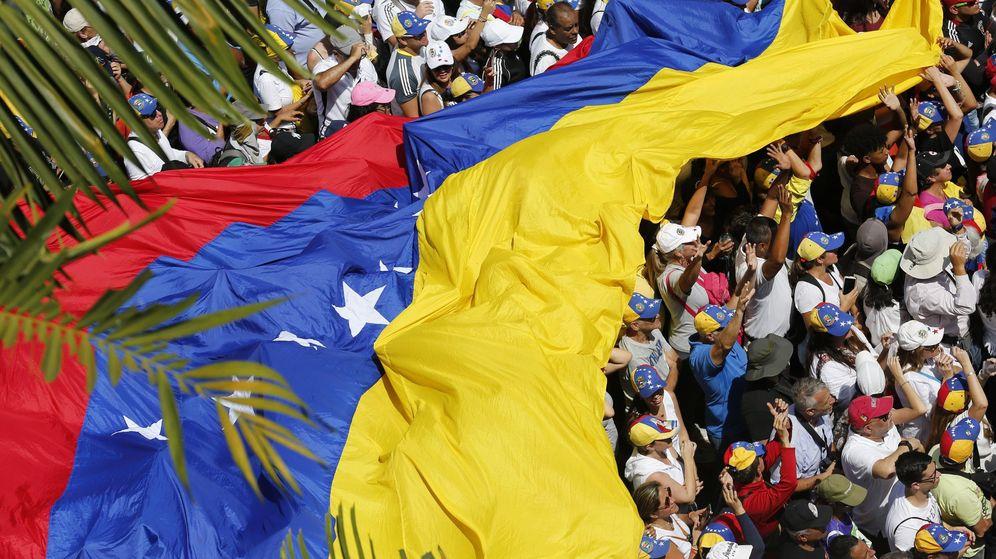 Foto: Opositores venezolanos se preparan para la marcha del pasado sábado. (EFE)