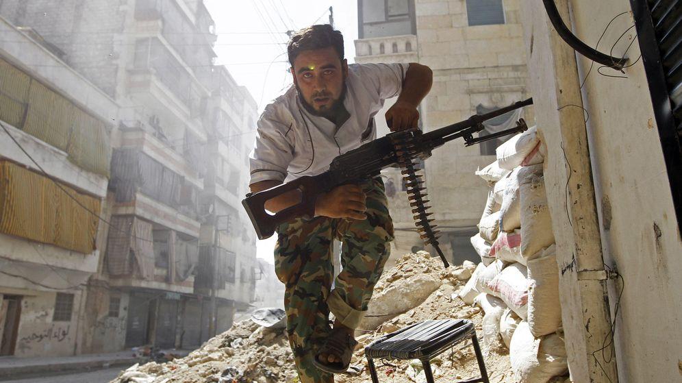 Foto: Un rebelde sirio combate en Alepo, Siria. (Reuters)
