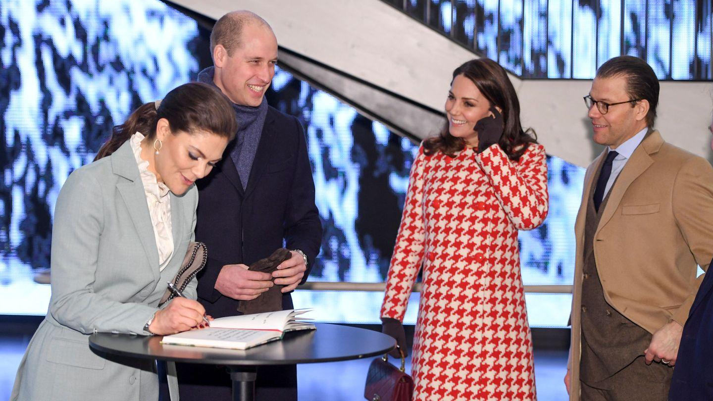 Los duques de Cambridge, junto a Victoria y Daniel de Suecia. (Reuters)