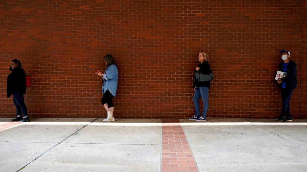 Foto: Estadounidenses en la línea del paro. (Reuters)