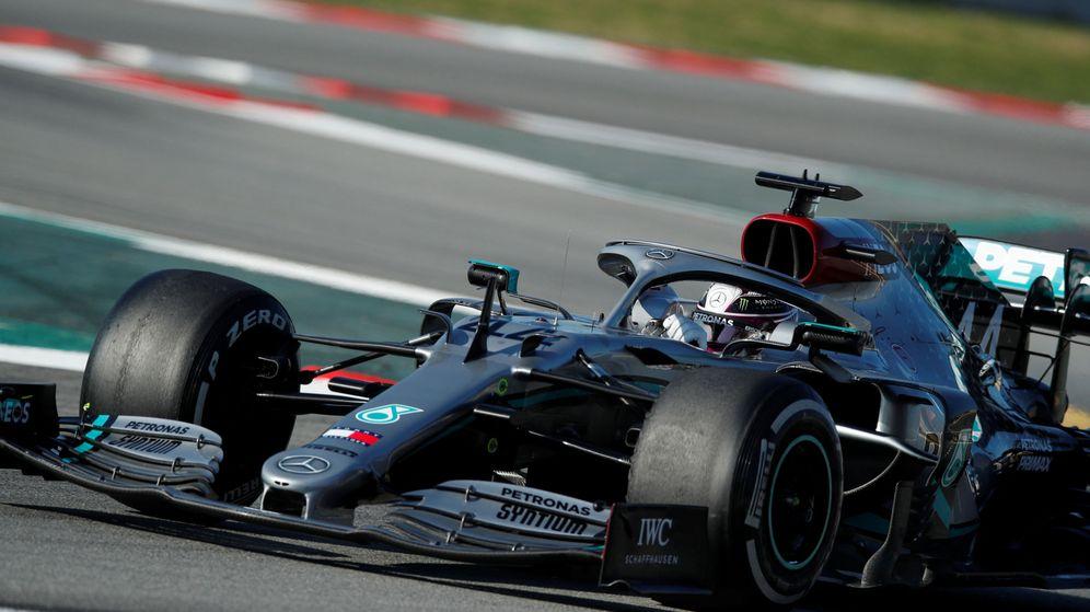 Foto: Lewis Hamilton, durante los test en Barcelona. (Reuters)