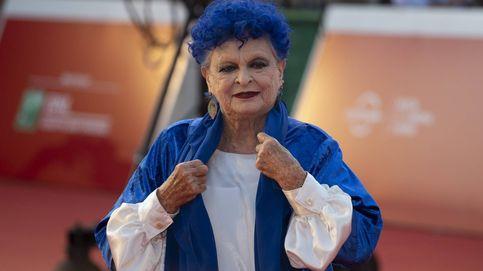 Este es el motivo por el que Lucía Bosé llevaba el pelo azul