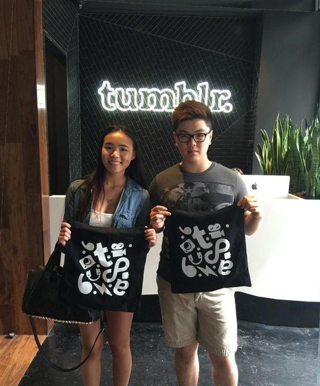Foto: Jason Wong, uno de los chicos más populares de Tumblr, con una amiga visitando las oficinas centrales de Tumblr. (Jason Wong)
