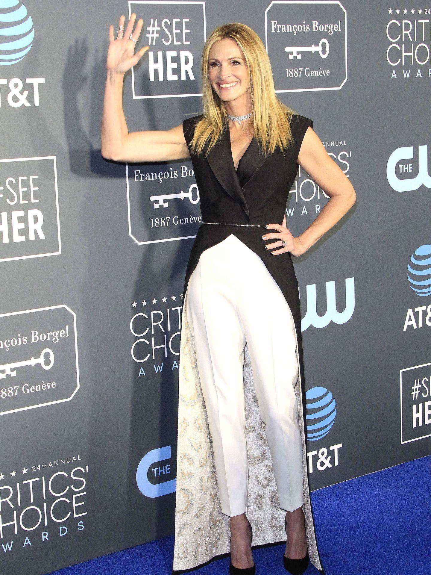 Julia Roberts con uno de sus últimos looks triunfadores en los Critics' Choice Awards.