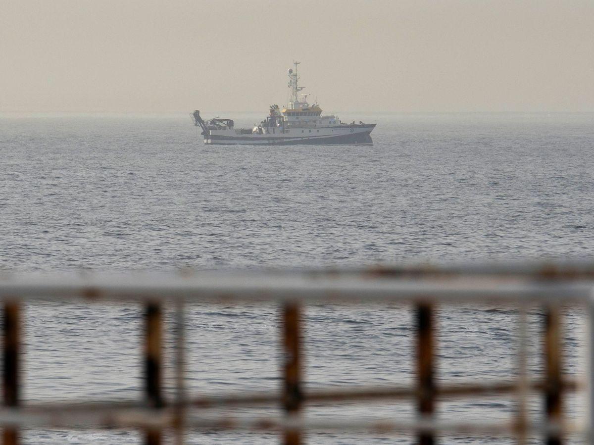 Foto: El buque del Instituto Español de Oceanografía (IEO) Ángeles Alvariño sigue rastreando con un sonar. Foto: Efe