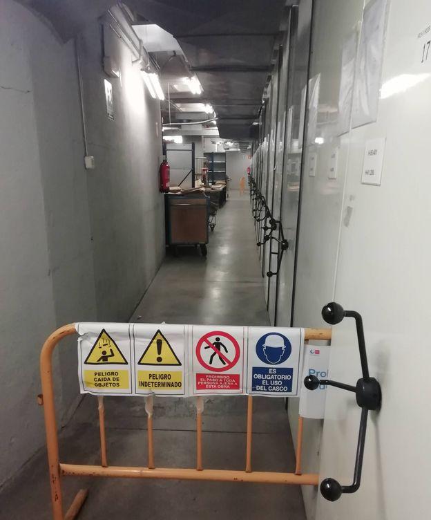 Foto: Una valla alertando del peligro separa la 'zona cero' del archivo.