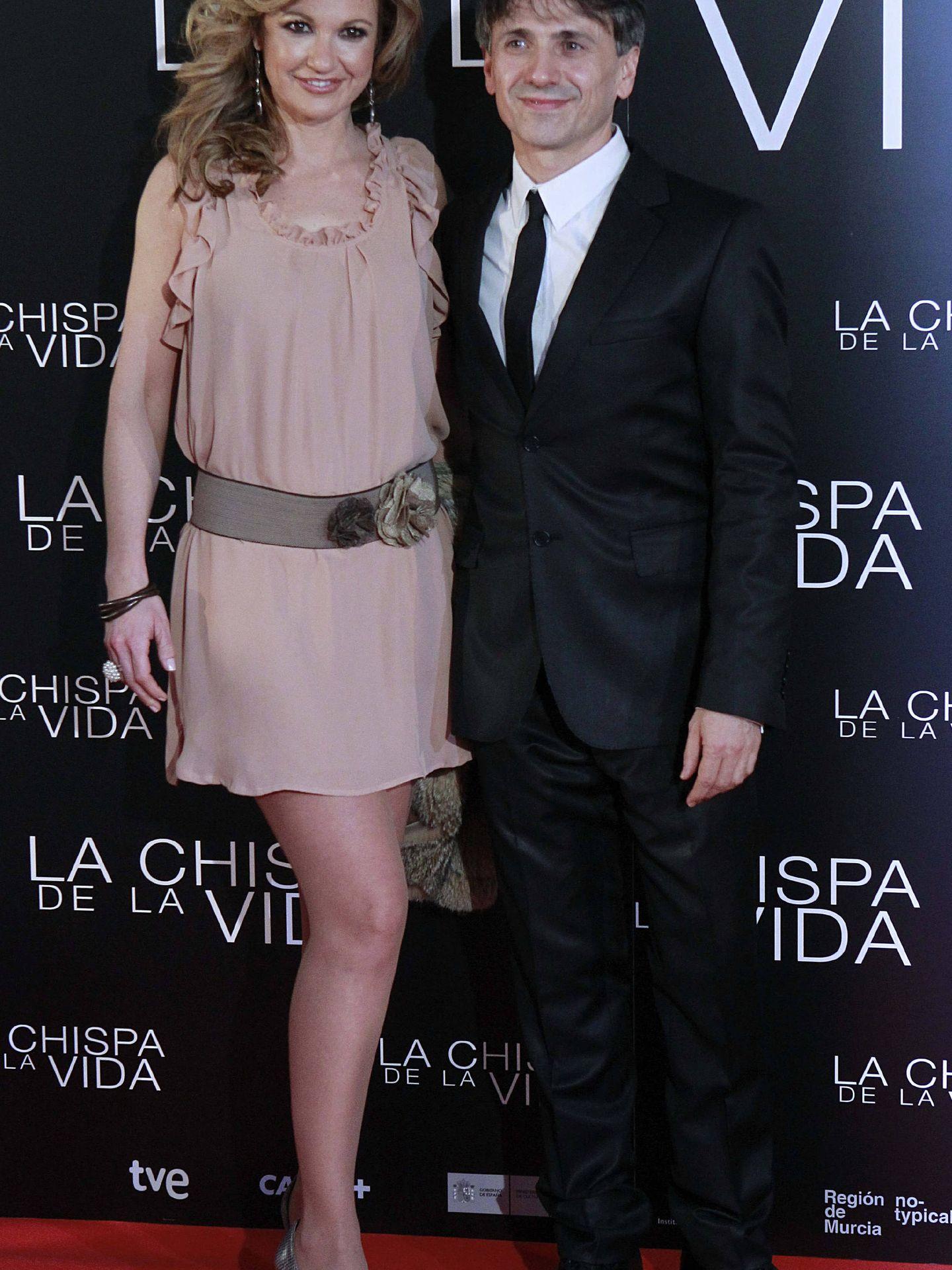 El actor José Mota y su mujer, la actriz Patricia Arribas, a su llegada a la premier de la película 'La chispa de la vida'. (EFE/Alberto Martín)