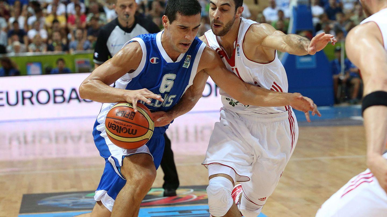 El griego Nikos Zizis, a la izquierda, con Birkan Batuk, en una imagen de archivo. (EFE)