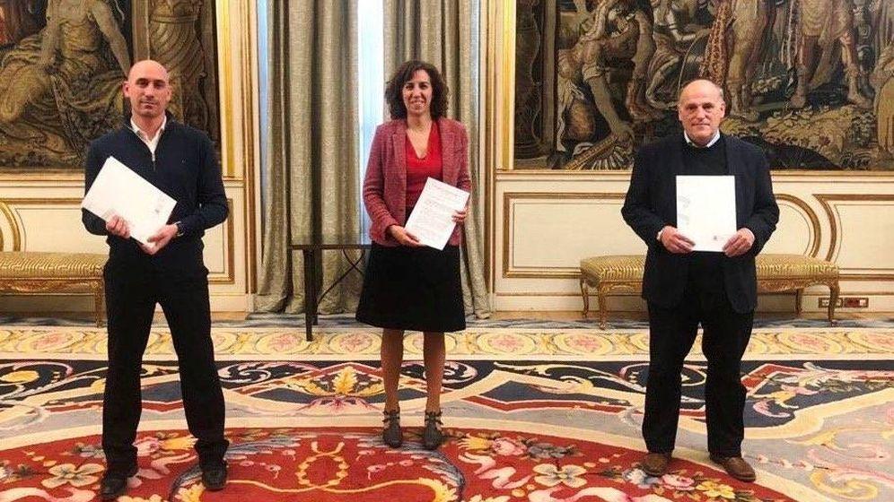 Foto: Luis Rubiales, Irene Lozano y Javier Tebas, tras la reunión en el Palacio de Viana el pasado mes de abril. (Foto CSD)