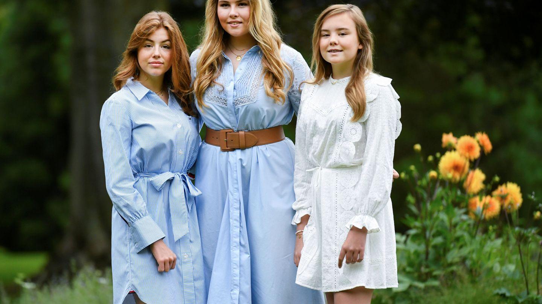 La princesa Amalia y sus hermanas, durante el posado familiar. (Reuters)