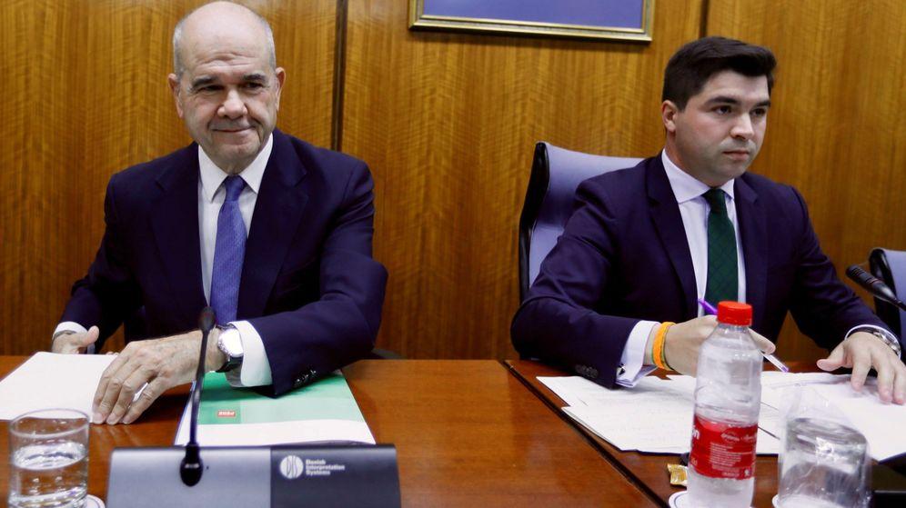 Foto: El expresidente de la Junta de Andalucía Manuel Chaves, en la comisión Faffe. (EFE)