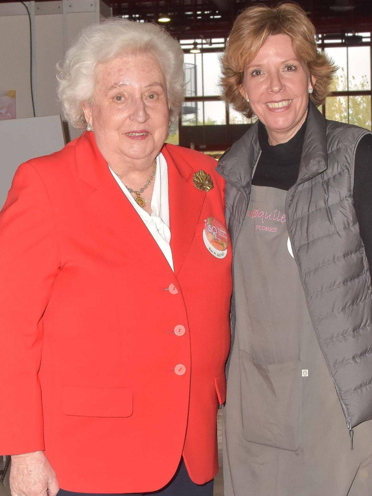 Simoneta, junto a su madre. (CP)