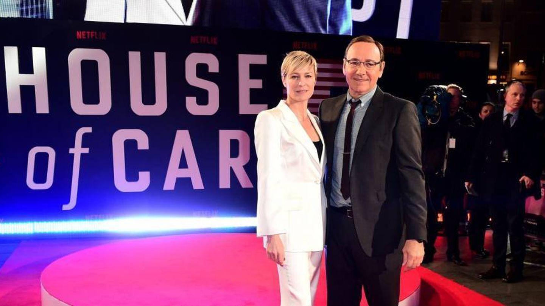 Wright y Spacey en el estreno de una de las temporadas de 'House of Cards'. (Cordon)