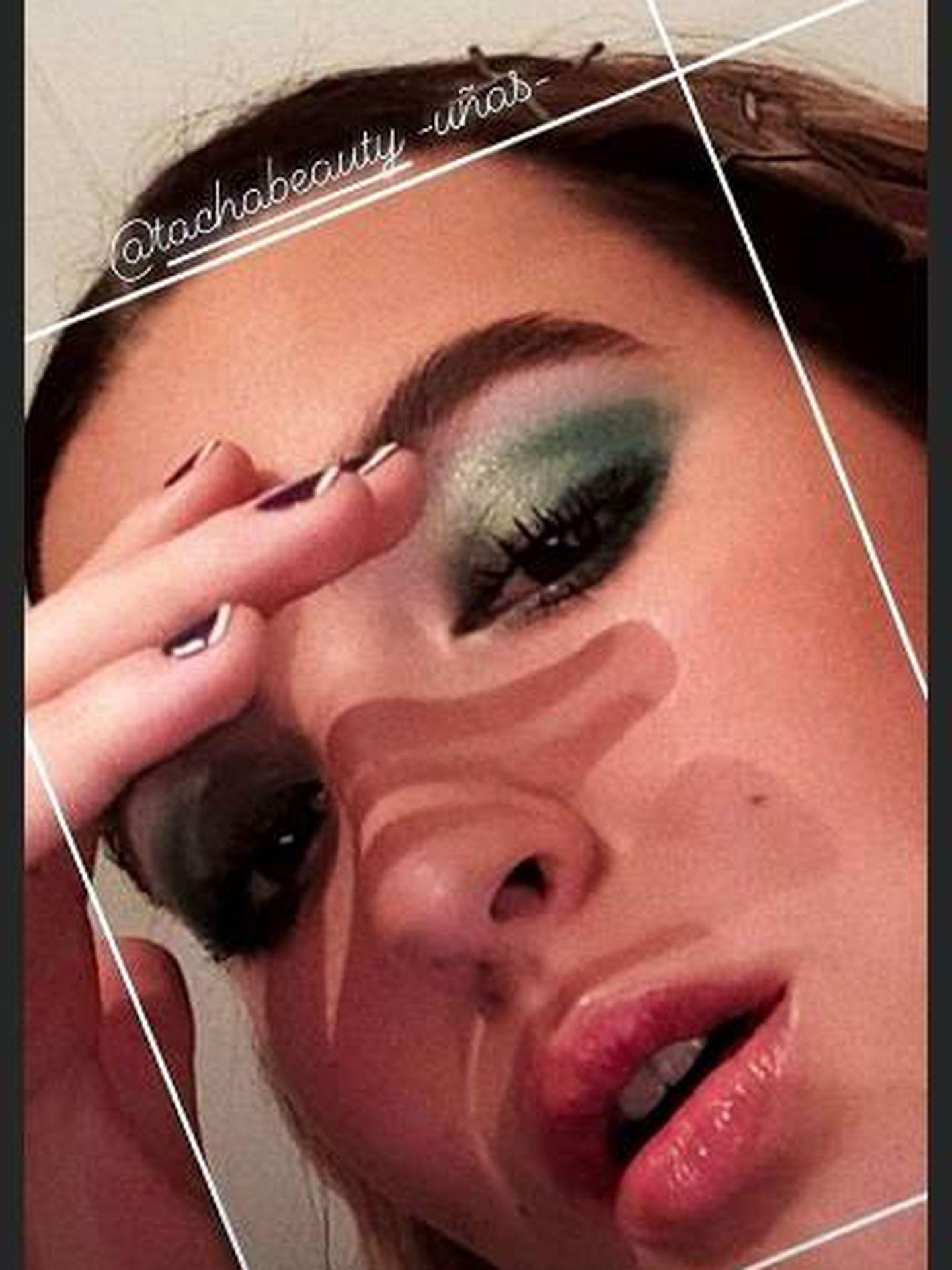 Mira de cerca el makeup de Alba con la sombra de ojos verde. (Instagram)