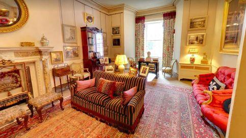 Foto con Obama y libros de jardinería: así es la sala del príncipe Carlos