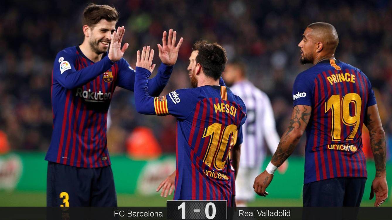 Foto: Piqué y Messi celebran un gol ante la mirada de Boateng. (EFE)
