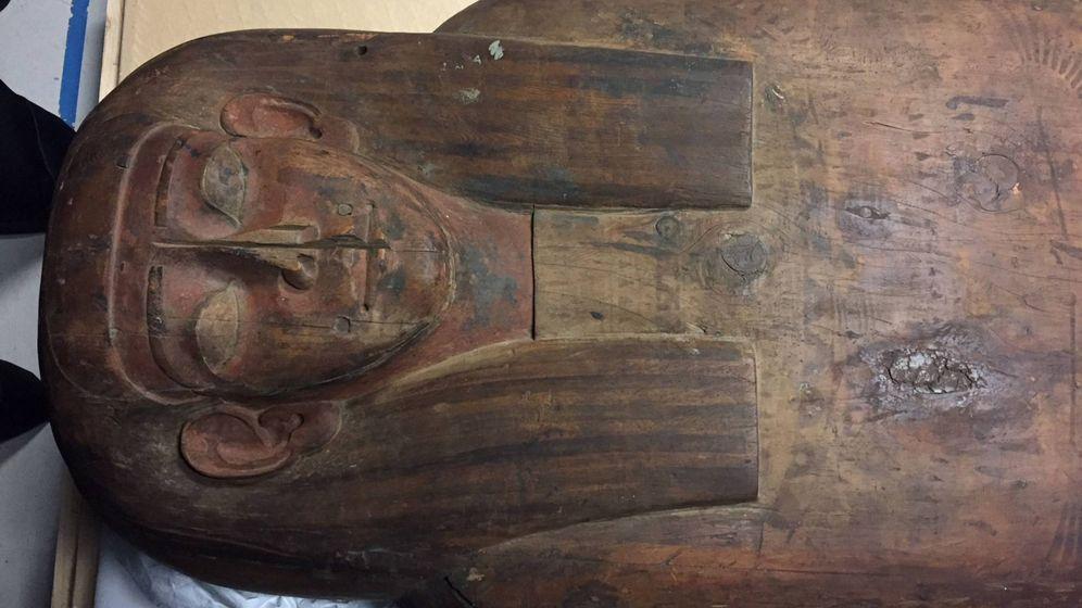 Foto: El misterioro sarcófago de hace 2.500 años expuesto en el Museo Nicholson. (Reuters)