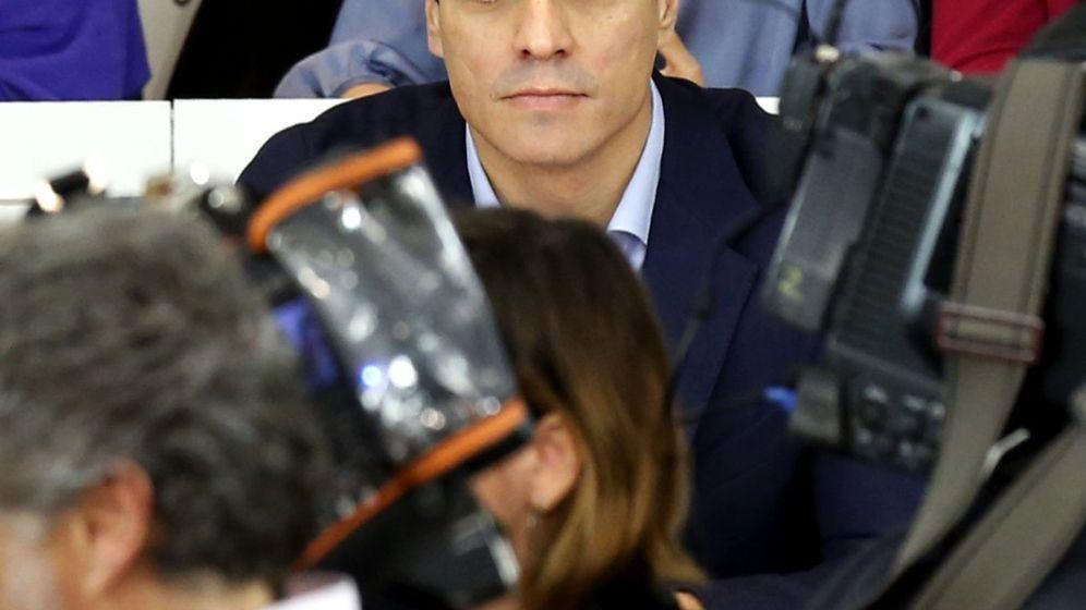 Foto: Pedro Sánchez, antes de comenzar su discurso ante el Comité Federal de este 28 de diciembre. (EFE)