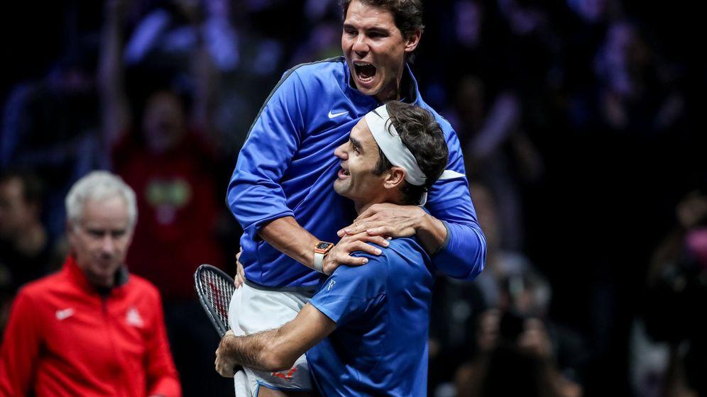 Foto: Nadal y Federer celebran la victoria en la Laver Cup. (EFE)