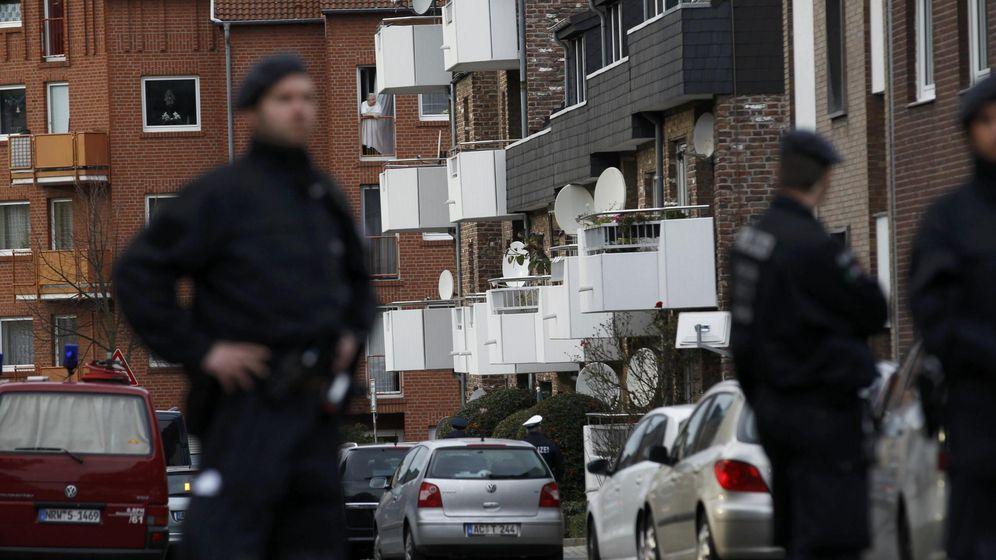 Foto: La policía alemana investiga un edificio residencial en Aachen, donde vivía un sospechoso islamista vinculado con los atentados de París, en noviembre de 2015. (Reuters)