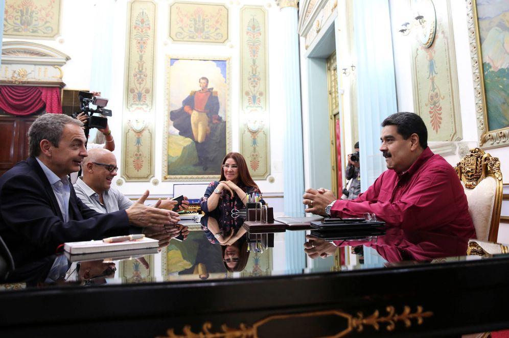 Foto: El presidente venezolano, Nicolás Maduro, y el expresidente José Luis Rodríguez Zapatero, durante una reunión en el Palacio de Miraflores, en Caracas. (Reuters)