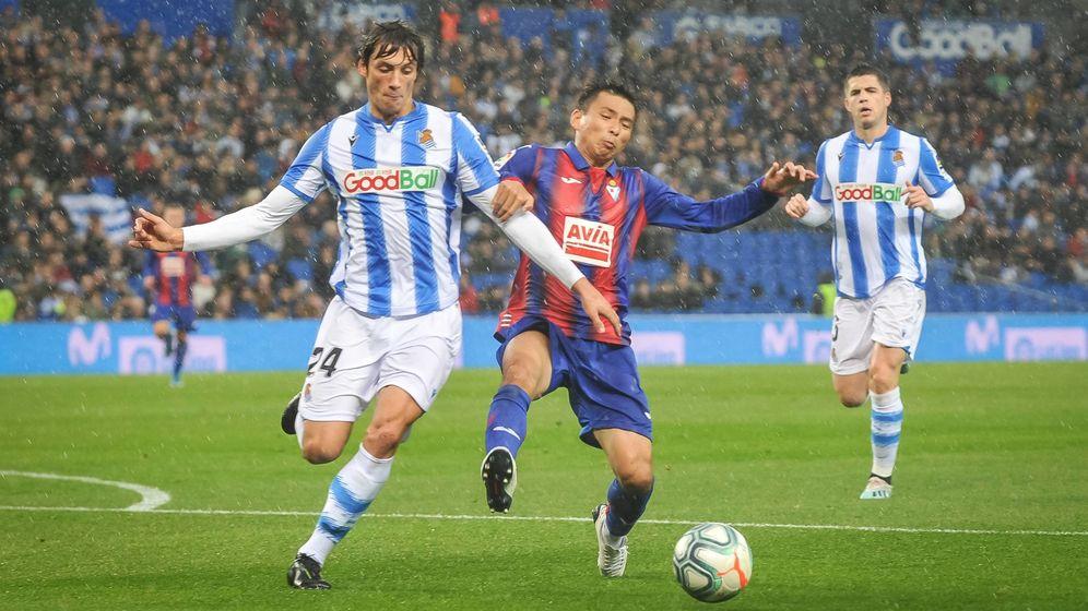 Foto: Duelo entre Real Sociedad y Eibar en Anoeta, durante la primera vuelta de la Liga. (Cordon Press)