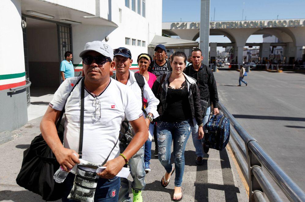 Foto: Migrantes cubanos aterrizan en México procedentes de Panamá para intentar entrar en EEUU desde El Paso. (Reuters)