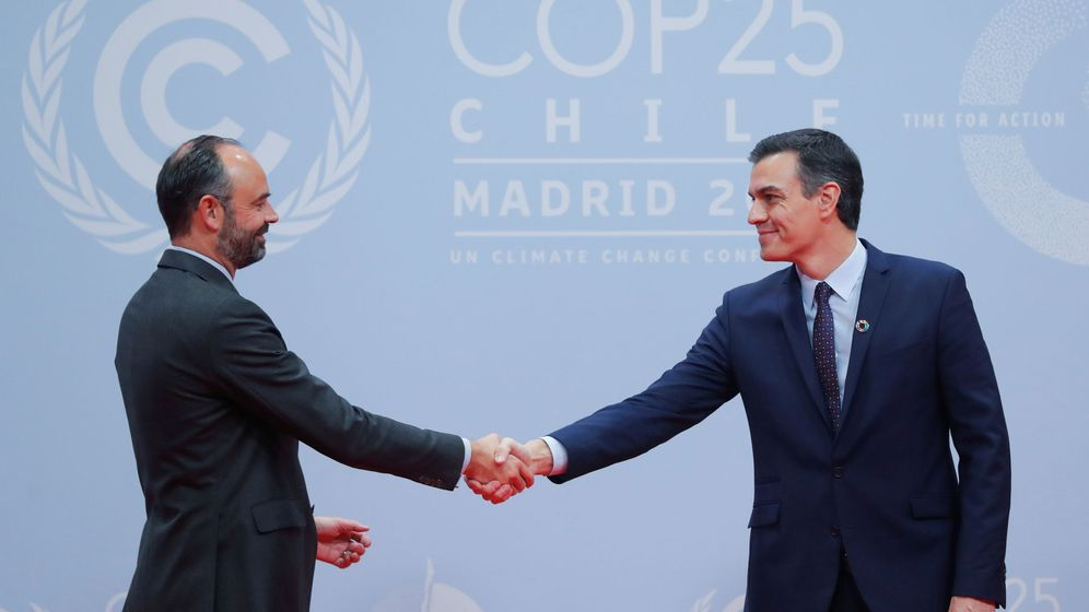 Foto: Pedro Sanchez saluda a Edouard Philippe en la COP25. (Reuters)